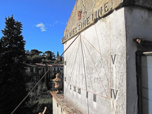 nulla-dies-sine-line-_-villa-romana-sonnenuhr-img_3596web500